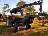 Trator CBT,  com Munck Florestal.