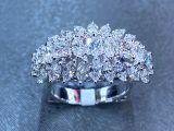 Anel de diamante - coisa linda - pedras grandes