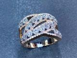 Anel de diamante com variações diferentes